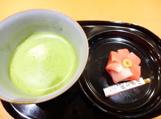 作りたての生菓子とお抹茶